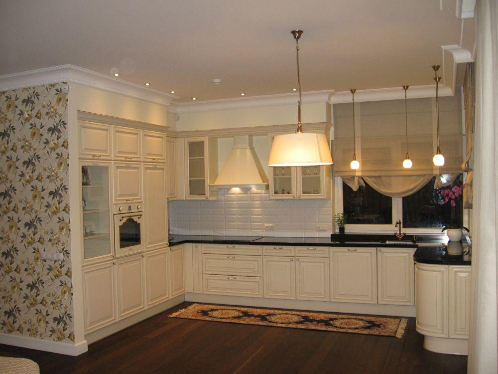 Natūralaus medžio masyvo virtuvės baldai