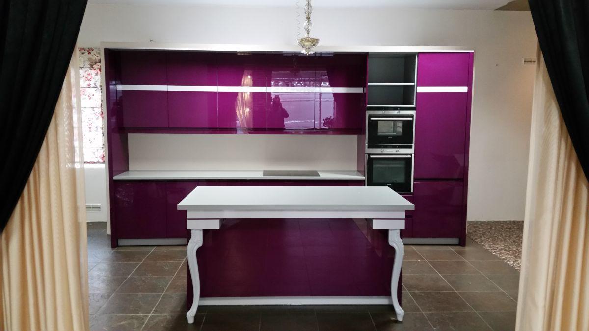 Virtuvės baldai, blizgus MDF