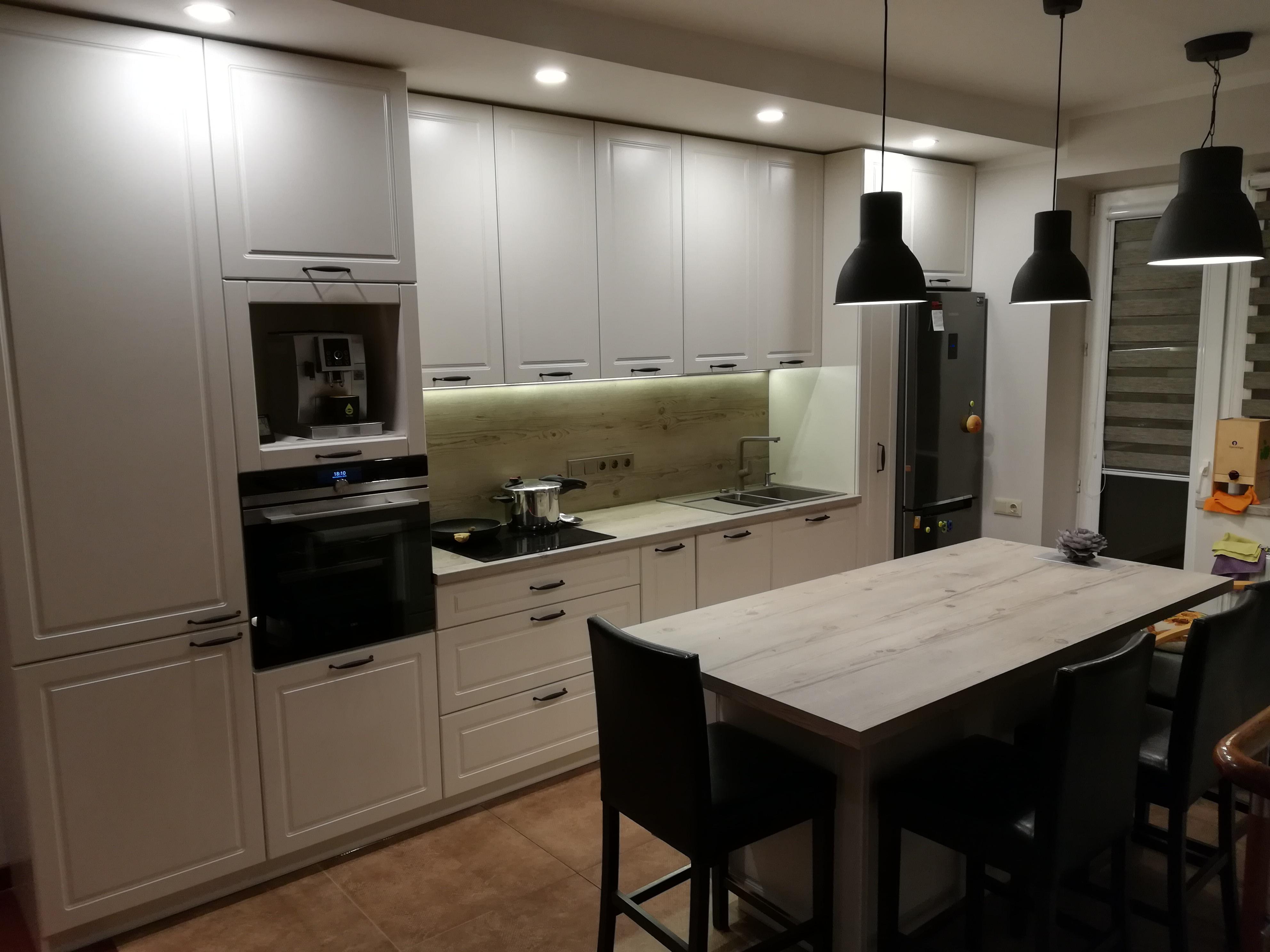Virtuvė su sala